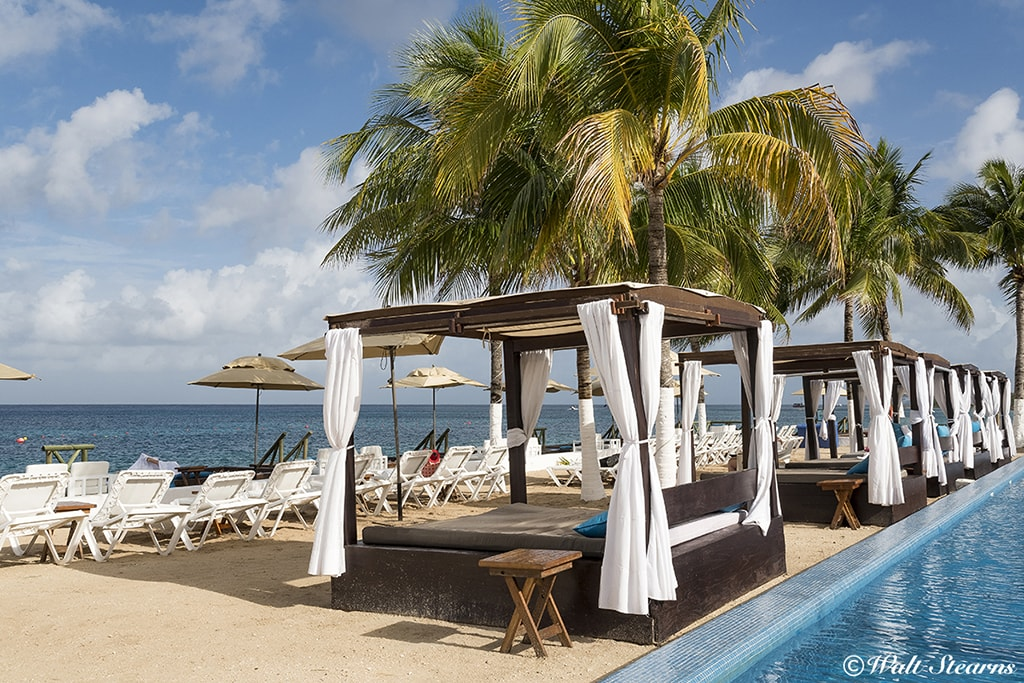 The resort's beach club offers both sun lounges and private cabana beds set next to an infinity-edge pool. A beachside buffet restaurant also overlooks the pool and ocean.