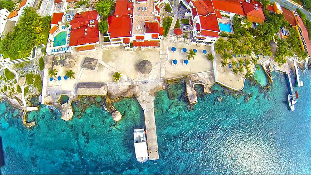 An overhead view of the Scuba Club reveals the reef structure that begins right at the shoreline.
