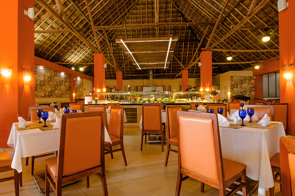 The Topaz restaurant at Allegro Cozumel provides a relaxing, informal atmosphere and menu choices that will please young palates.
