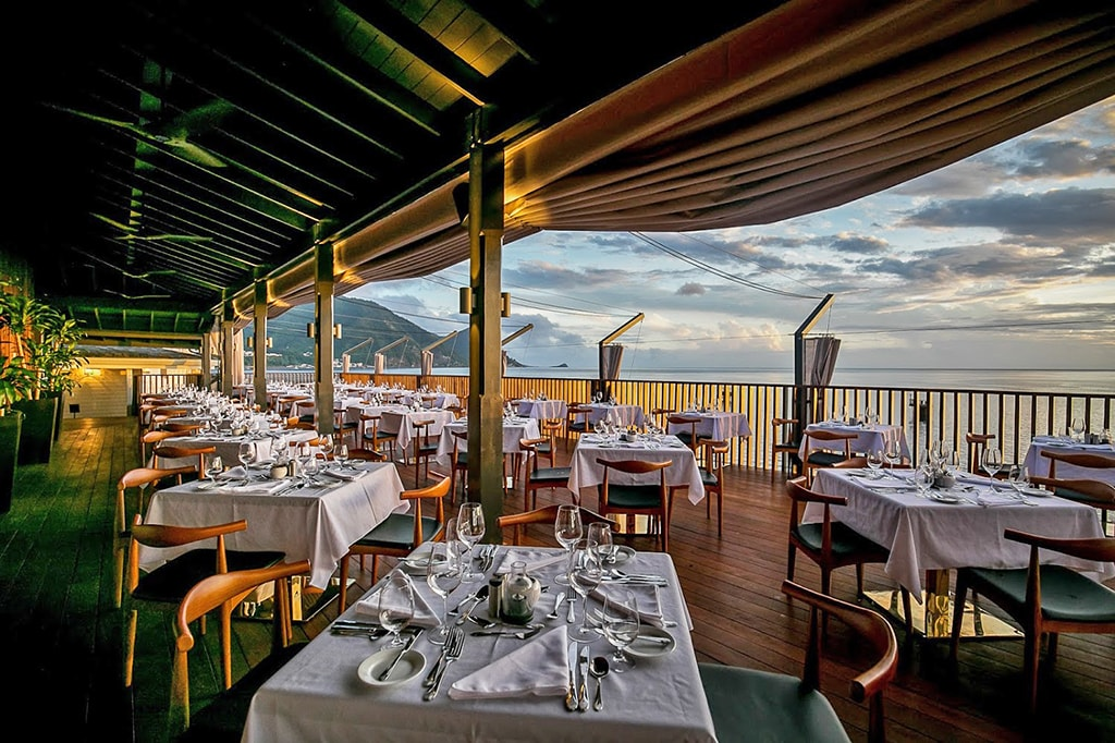 Fort Young's Palisades restaurant combines spectacular water views with upscale dining.