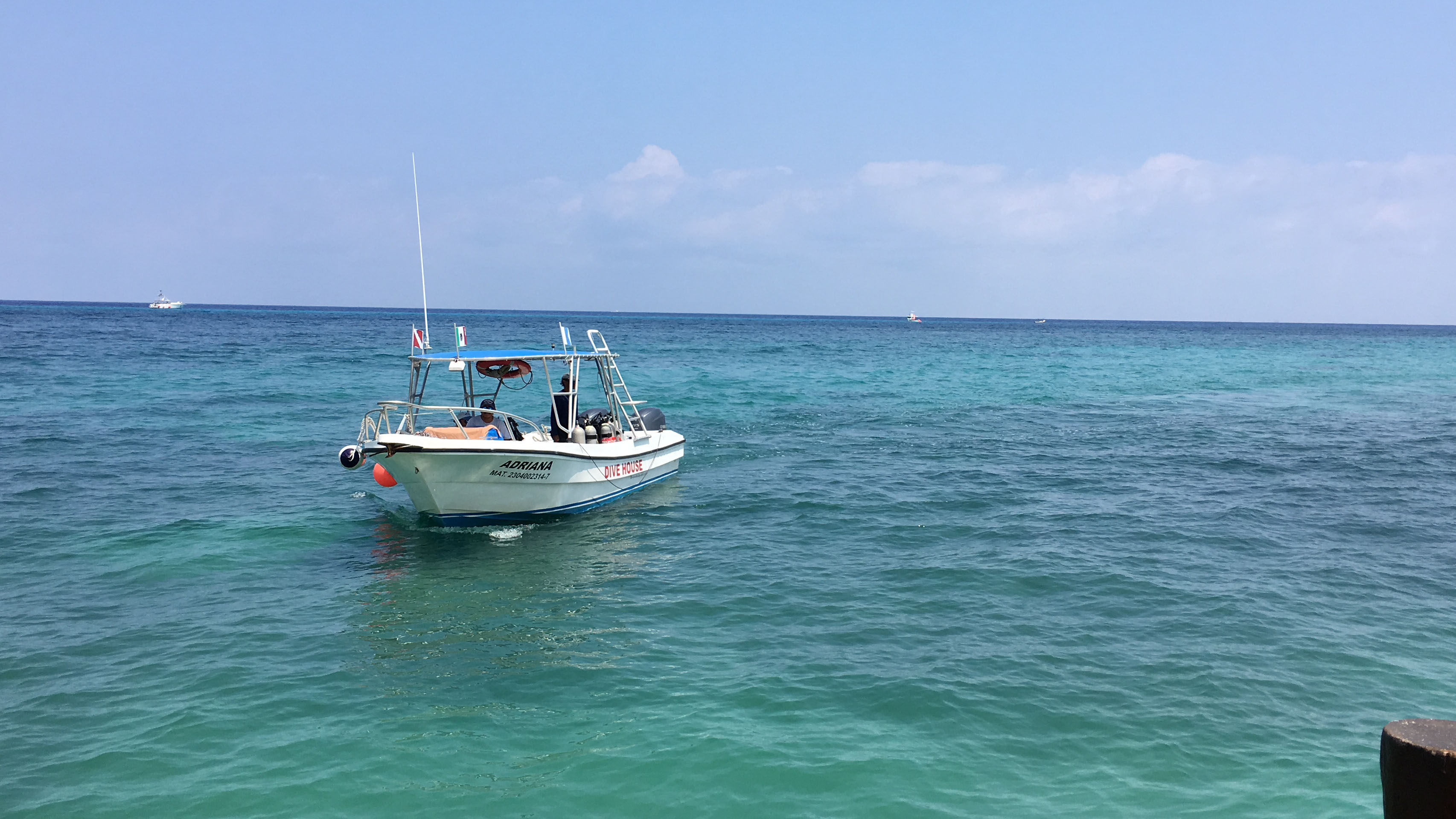 One of the five fully equipped dive boats of Divehouse Cozumel