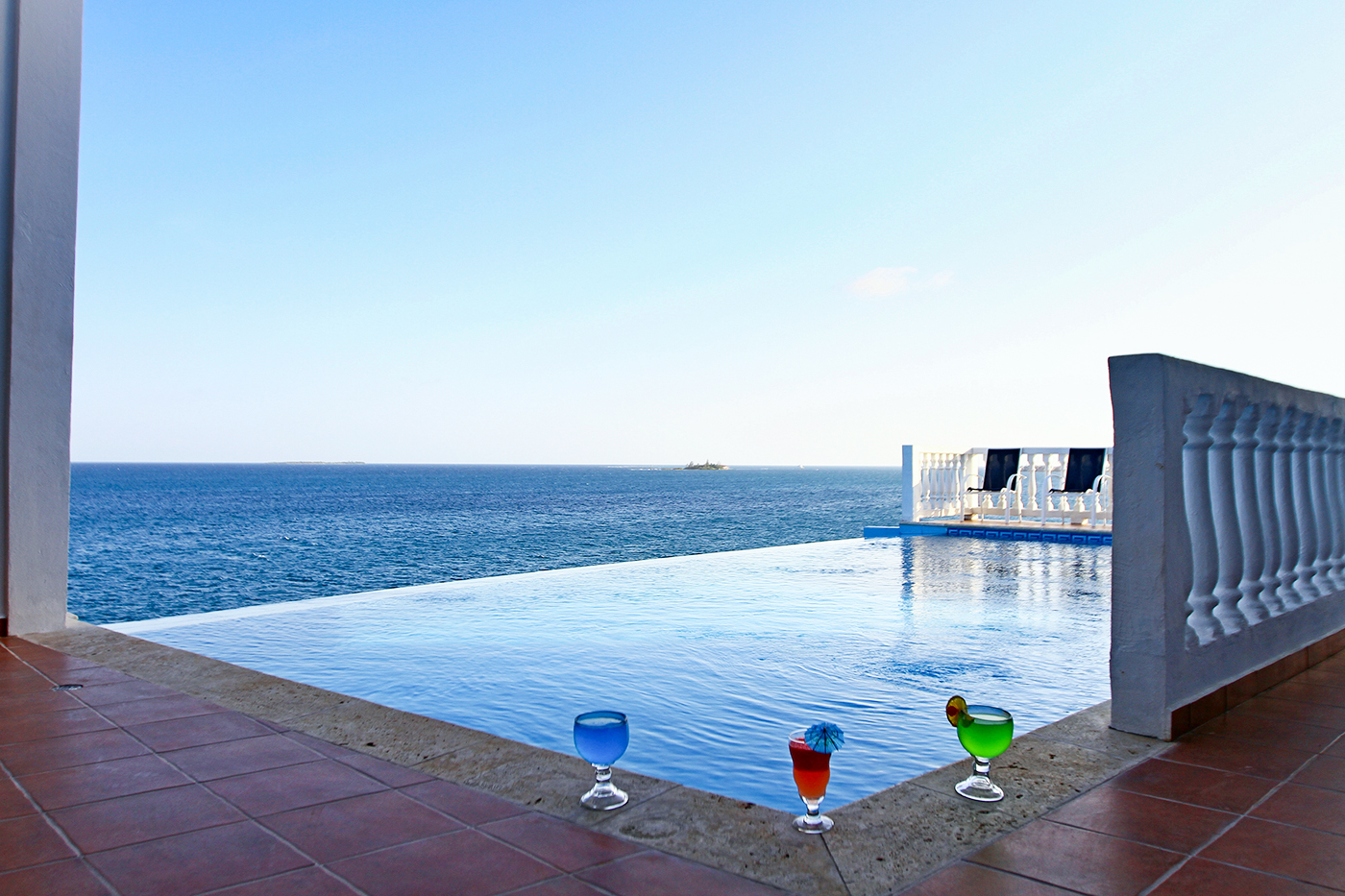 Dunbar Rock's infinity-edge pool perches on the edge of an elevated deck, adding visual drama to a cooling dip.