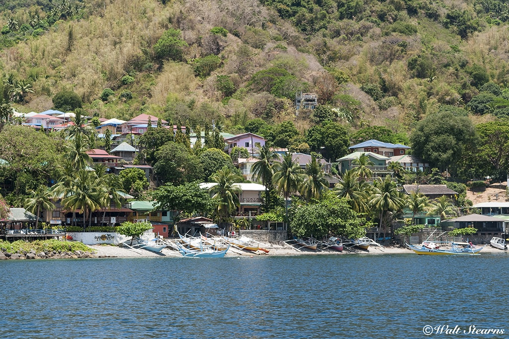 Dive resorts in the Anilao are scattered along the shores of the Calumpan Peninsula.